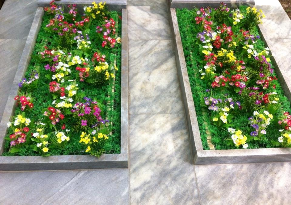 Цветы на кладбище своими руками